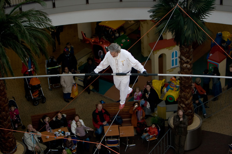 Falko Traber on a piece of string, Megastores, The Hague